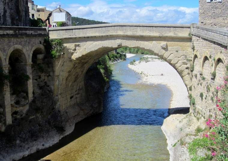 27 vaison roman bridge mondo bike tours